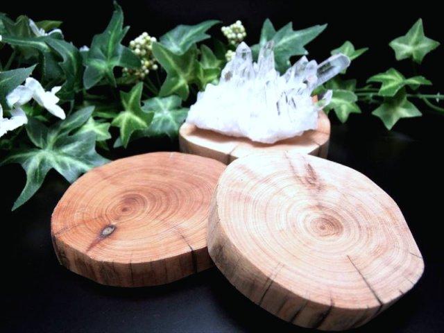 (ミニ原石用)リラックス効果を高める 2A 癒しの香り 崖柏木 原石用 台座 サイズ 幅約70mm 置物や原石のディスプレイに 天然木製楕円型 リラックス効果や免疫力を高める 中国 四川省産