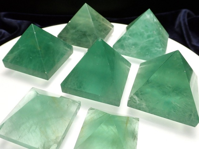 フローライト ピラミッド 100g-120g グリーン フローライト 置物 天然石 パワーストーン