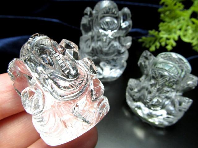 5A ヒマラヤ産天然水晶 ガネーシャ彫り置物 20-30g あらゆる障害を除去して成功に導く守り神 1点物 超透明 ガネーシャ ヒマラヤ水晶