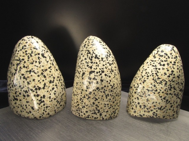 ダルメシアンジャスパー ポリッシュストーン 高さ85mm前後 1コ2480円 ポリッシュ ストーン ダルメシアン ジャスパー 愛とやさしさの象徴 磨き 磨き原石 原石