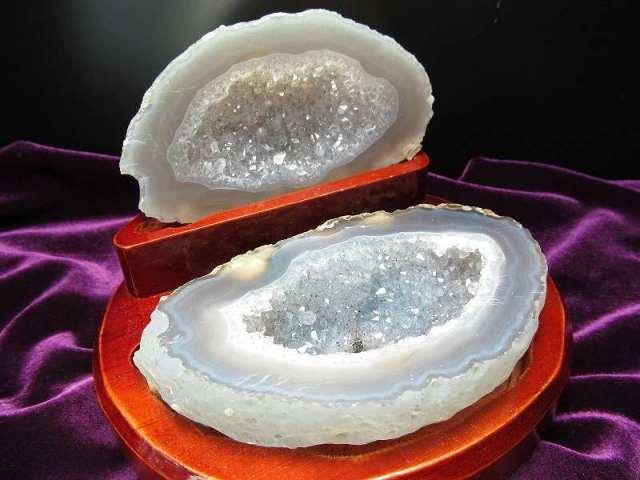 瑪瑙&水晶結晶 トレジャーアゲート 置物 重さ544g ジオード水晶 1点物 木製台付き トレジャーメノウ ブラジル産