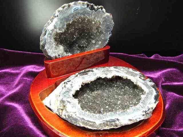 瑪瑙&水晶結晶 トレジャーアゲート 置物 重さ478g ジオード水晶 1点物 木製台付き トレジャーメノウ ブラジル産