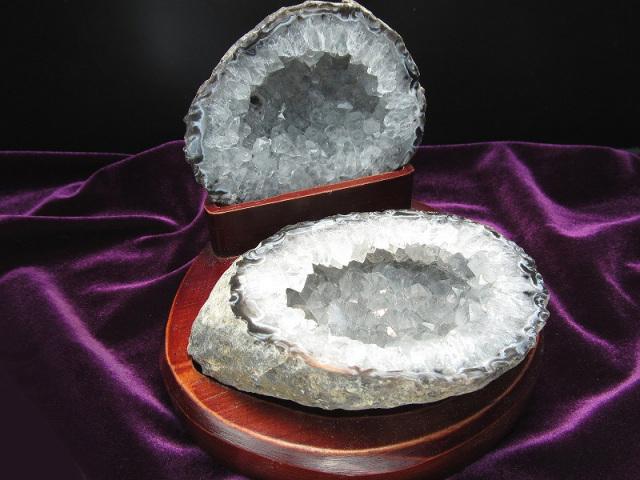 瑪瑙&水晶結晶 トレジャーアゲート 置物 重さ536g ジオード水晶 1点物 木製台付き トレジャーメノウ ブラジル産