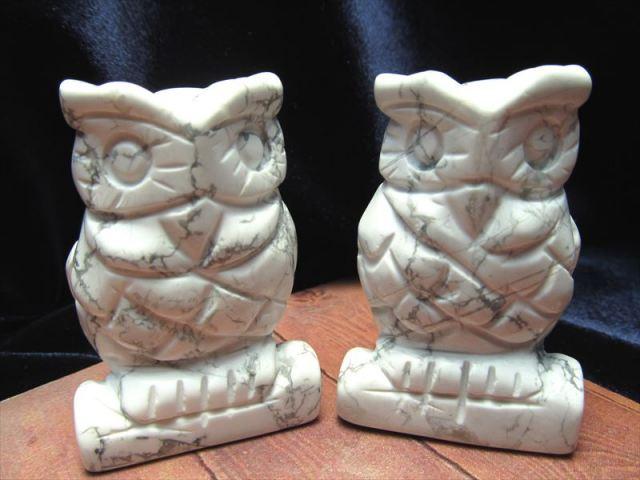 【ハウライト フクロウ彫り 置物】重さ約70-85g ふくろう 不苦労 唯一無二の模様 純粋・無垢の象徴