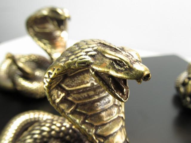 蛇 置物 重さ85-90g 高さ40mm前後 縁起物!幸運のシンボル インテリアに 銅製