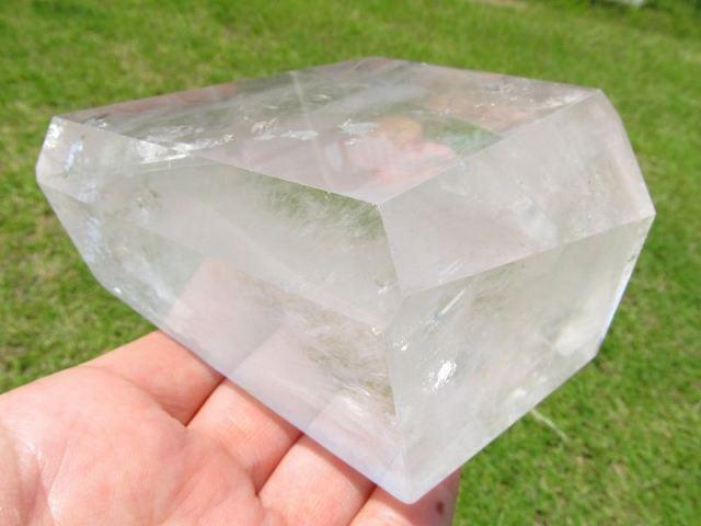 まさに氷の結晶 ロッククリスタル 不定形 天然水晶ポリッシュ 原石置物 最大幅約77mm 重さ約671g ブラジル産