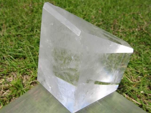 まさに氷の結晶 ロッククリスタル 虹入り 不定形 天然水晶ポリッシュ 原石置物 最大幅約80mm 重さ約527g ブラジル産