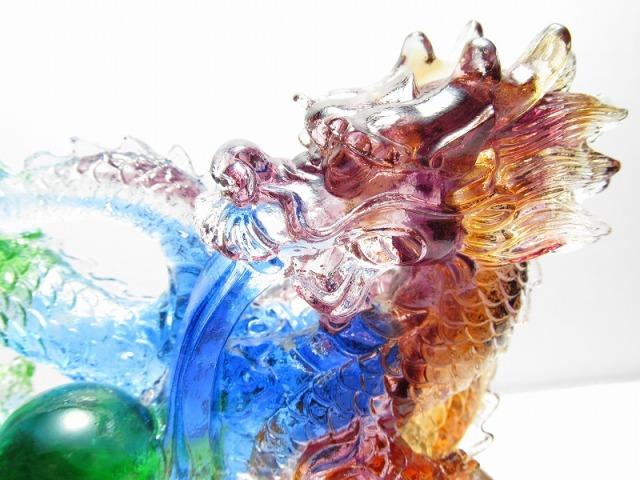 玉持ち龍神【瑠璃製 レインボーカラーの龍置物】横幅約14.6cm 重さ899g 大吉開運! 1点物 インテリアやお部屋のアクセントに♪