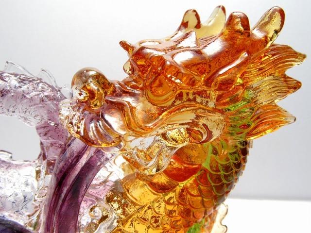 玉持ち龍神 瑠璃製 レインボーカラーの龍置物 横幅約146mm 重さ920g 大吉開運! 1点物 インテリアやお部屋のアクセントに