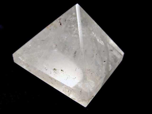 透明感抜群 現品撮影の6個 天然水晶 ピラミッド置物 重さ50g-60g 手ごろな小さめサイズ 大人気スピリチュアルグッズ ピラミッドパワー ブラジル産