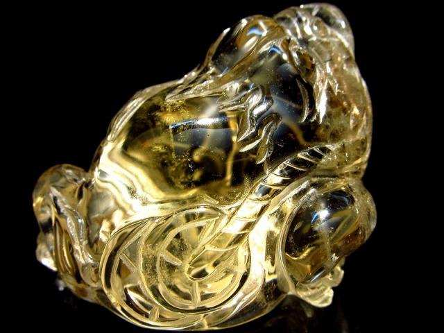 超透明シトリン 三本脚のカエル 彫り置物 重さ60g 最大幅52mm 財運を高める瑞獣 銭蛙 三本足のかえる 蛙 1点物 黄水晶
