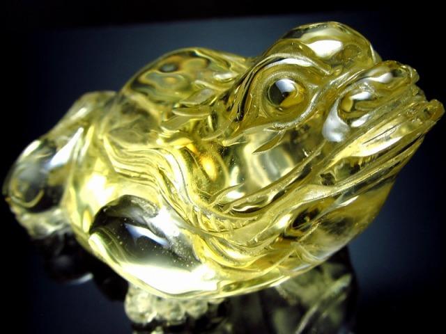 超透明シトリン 三本脚のカエル 彫り置物 重さ111g 最大幅66mm 財運を高める瑞獣 銭蛙 三本足のかえる 蛙 1点物 黄水晶