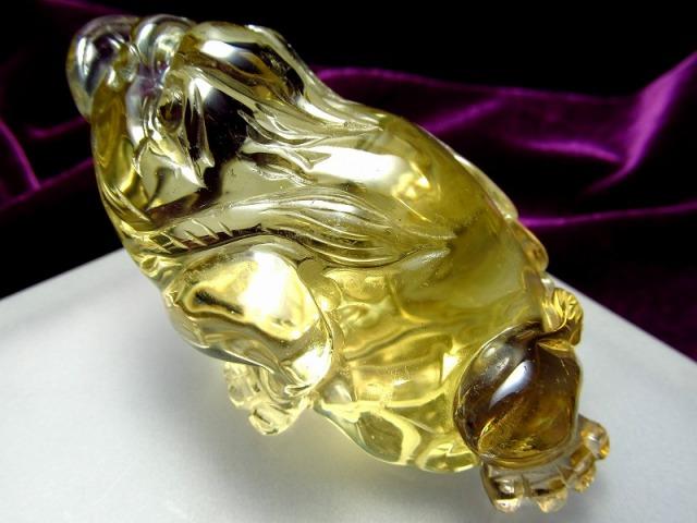 超透明シトリン 三本脚のカエル 彫り置物 重さ100g 最大幅72mm 財運を高める瑞獣 銭蛙 三本足のかえる 蛙 1点物 黄水晶