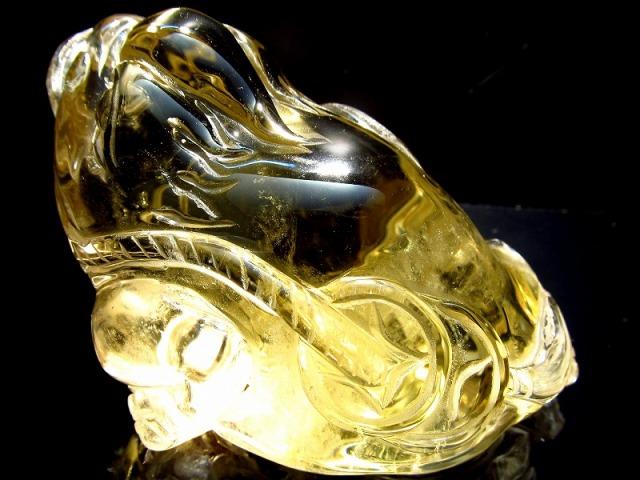 超透明シトリン 三本脚のカエル 彫り置物 重さ131g 最大幅74mm 財運を高める瑞獣 銭蛙 三本足のかえる 蛙 1点物 黄水晶