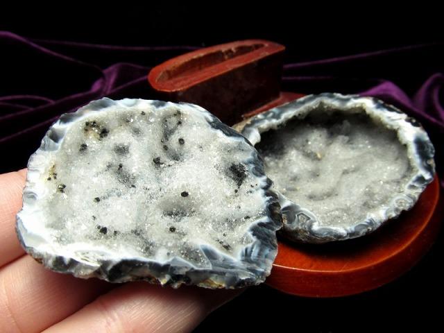 瑪瑙&水晶結晶 トレジャーアゲート 置物 重さ171g 木製台付き トレジャーメノウ 置物 1点物 ブラジル産