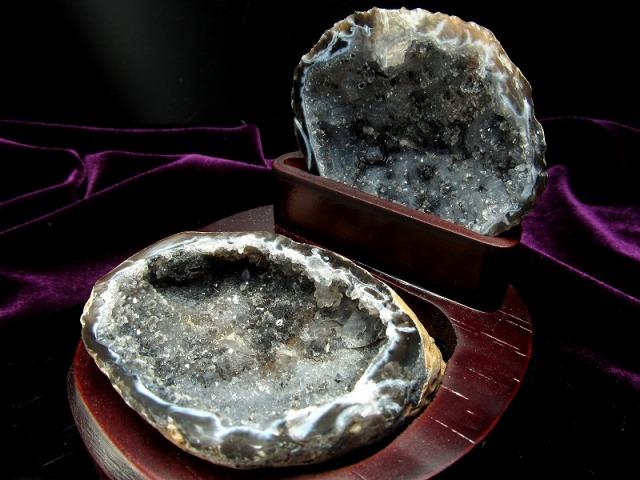 瑪瑙&水晶結晶 トレジャーアゲート 置物 重さ192g 木製台付き トレジャーメノウ 置物 1点物 ブラジル産