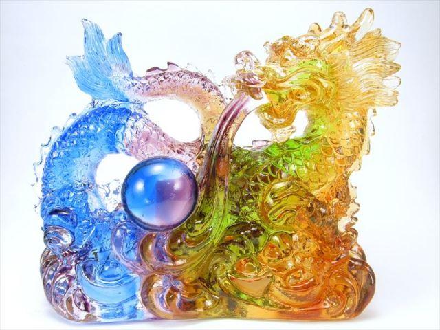 玉持ち龍神 瑠璃製 レインボーカラーの龍置物 横幅約146mm 重さ918g 大吉開運 1点物 インテリアやお部屋のアクセントに♪ sai