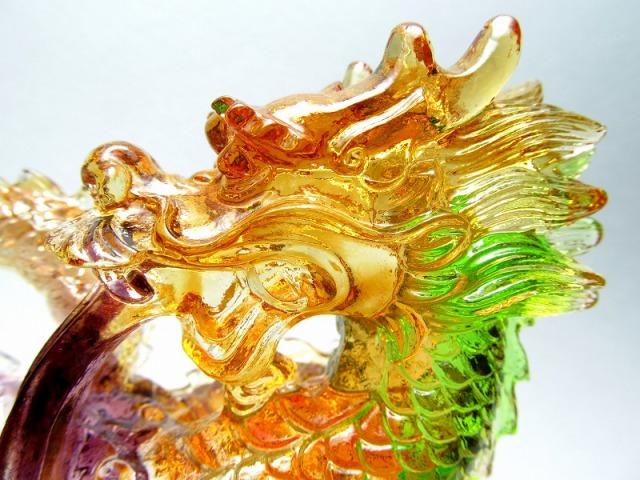 玉持ち龍神 瑠璃製 レインボーカラーの龍置物 横幅約145.5mm 重さ859g 大吉開運! 1点物 インテリアやお部屋のアクセントに