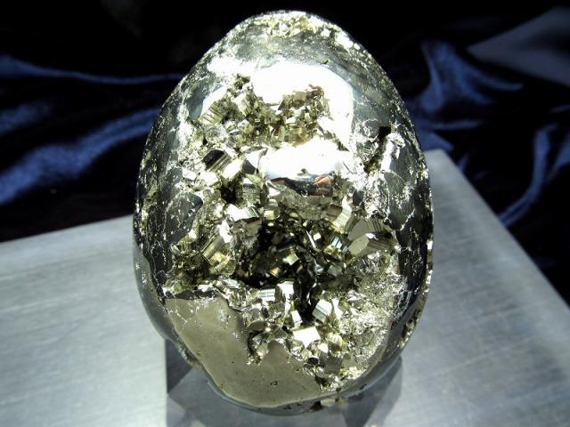 パイライト エッグ型置物 高さ67mm 重さ354g 卵型原石 タマゴ ギラギラ・シルバーゴールド 仕事運・金運アップ 1点物 黄鉄鉱