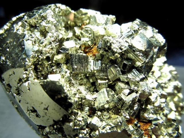 パイライト エッグ型置物 高さ65.5mm 重さ261g 卵型原石 タマゴ ギラギラ・シルバーゴールド 仕事運・金運アップ 1点物 黄鉄鉱