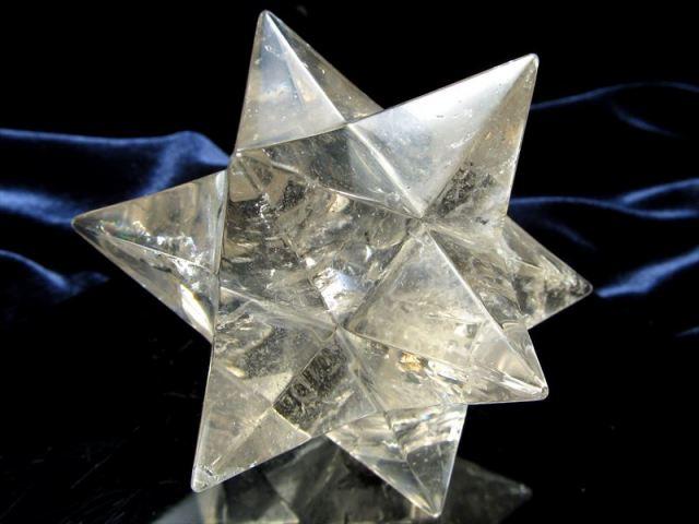 アウトレット価格 天然水晶 アステロイド (小星型12面体) 最大幅約114mm 450g 五芒星と六芒星と正十二面体を兼ね備える 精神と肉体の調整に 1点物 ブラジル産