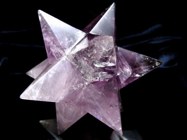 最強形状 虹入り アメジスト アステロイド (小星型12面体) 最大幅約102mm 354g 五芒星と六芒星と正十二面体を兼ね備える 精神と肉体の調整に 紫水晶 1点物 ブラジル産