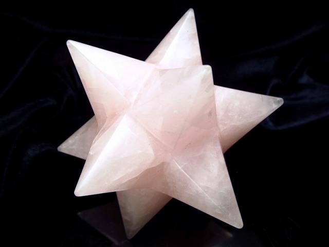 最強形状 ローズクォーツ アステロイド (小星型12面体) 最大幅約80mm 169g 五芒星と六芒星と正十二面体を兼ね備える 精神と肉体の調整に 美・愛・優しさの象徴 紅石英 1点物 ブラジル産