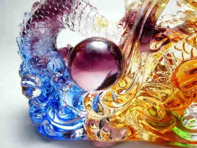 玉持ち龍神 瑠璃製 レインボーカラーの龍置物 横幅約144mm 重さ858g 大吉開運 1点物 インテリアやお部屋のアクセントに