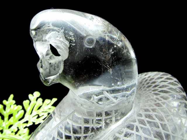 縁起物 白蛇 透明水晶 彫刻置物 高さ約94mm 約266g(台座込み) 超透明天然水晶 へびの彫刻 専用木製台座付き 1点物 幸運のシンボル