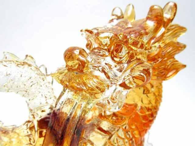 アウトレット(欠けあり) 玉持ち龍神 瑠璃製 レインボーカラーの龍置物 横幅約144mm 重さ879g 大吉開運! 1点物 インテリアやお部屋のアクセントに♪