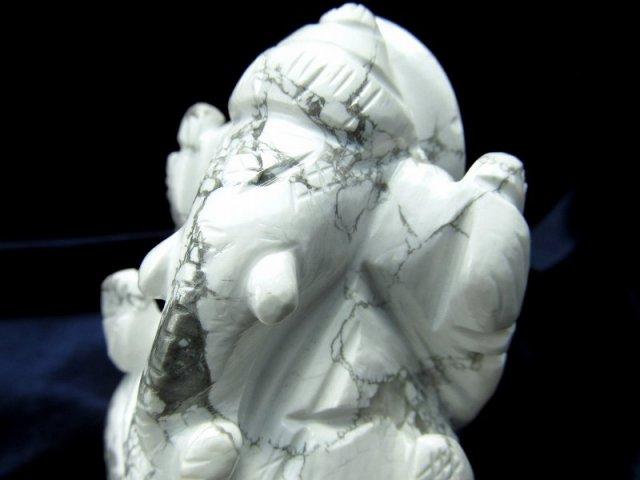 ハウライト ガネーシャ 彫り 置物 高さ約79mm 重さ188g 怒りを鎮める無垢な石 あらゆる障害を跳ね除ける守り神 ハウ石 1点物 菱苦土石