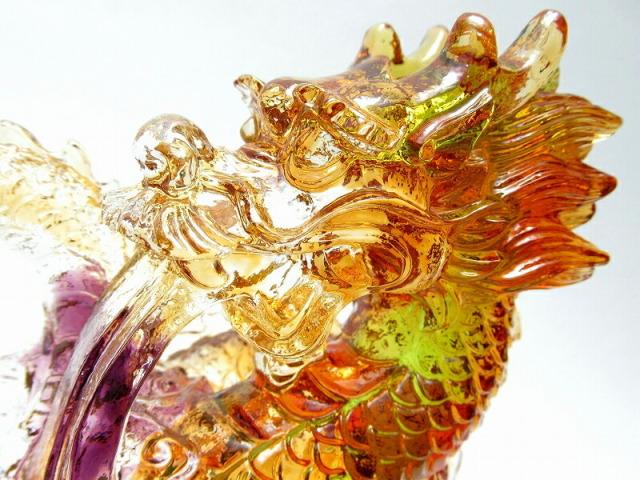 玉持ち龍神 瑠璃製 レインボーカラーの龍置物 横幅約145mm 重さ866g 大吉開運 1点物 インテリアやお部屋のアクセントに♪