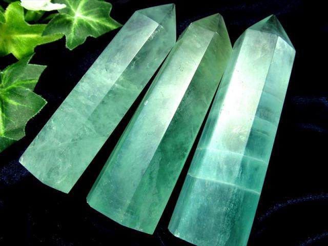 フローライト(蛍石)ポイント 重さ 40g-50g グリーンフローライト六角柱ポイント 未熟な部分を成長させてくれる石 モンゴル産