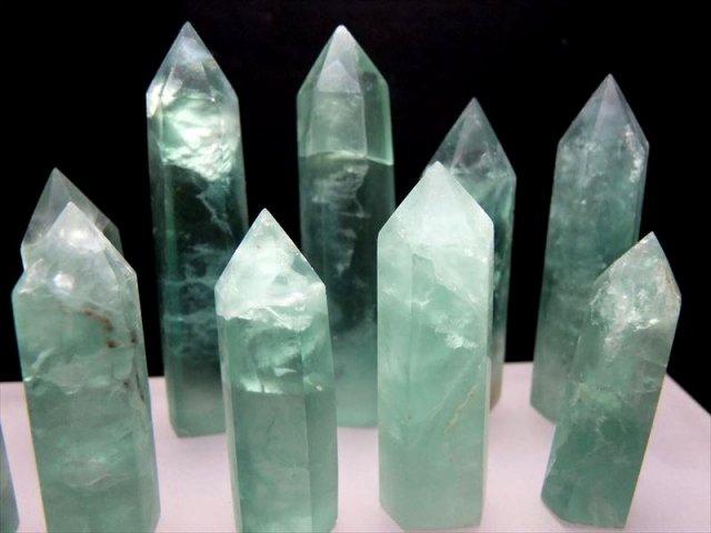 フローライト(蛍石)ポイント 重さ 50g-60g グリーンフローライト六角柱ポイント 未熟な部分を成長させてくれる石 モンゴル産