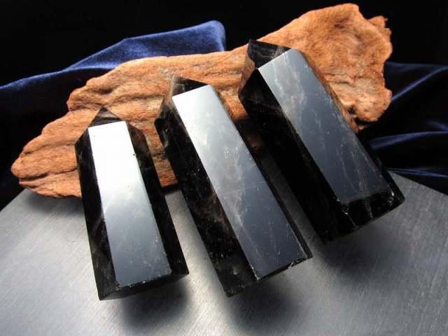 3A 黒水晶 モリオン ポイント 重さ 90グラム-100グラム まとめて撮影 希少 人気ポイント 強力な邪気払い 浄化の黒い水晶 チベット産
