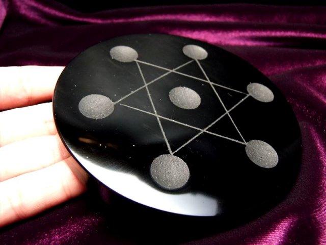 Mサイズ 天然石七星盤【オブシディアン】 直径100ミリ前後 水晶パワーを最大限に引き出す七星陣