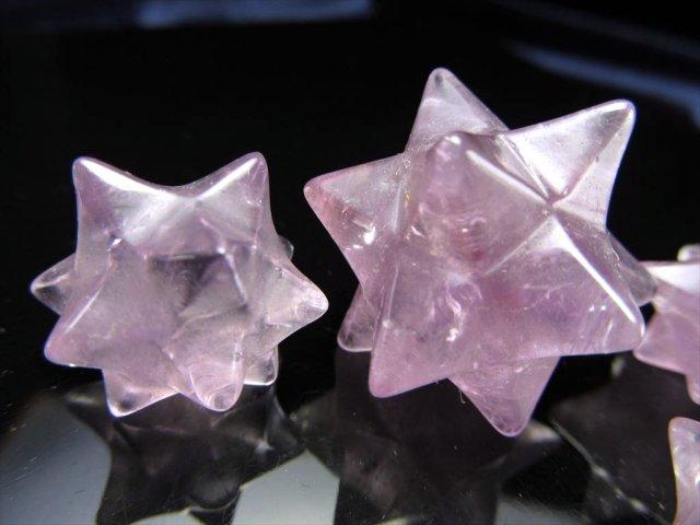 Mサイズ ラベンダーアメジスト(紫水晶)アステロイド(小星型12面体) 幅約22mm-26mm 可愛いミニサイズ 五芒星と六芒星と正十二面体を兼ね備える 最強形状 ブラジル産