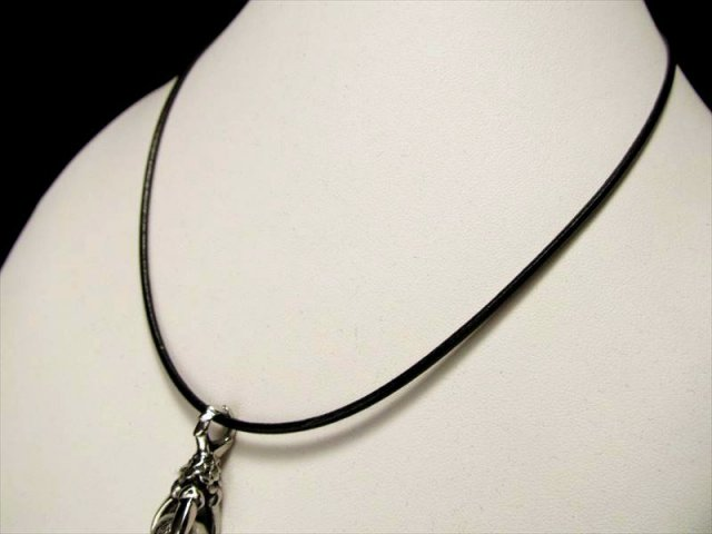 クールな革紐ネックレス ブラック 長さ50cm 幅約1.9mm、金具部分 太さ約3mm ペンダントトップの相方 取り外し簡単 男性にも女性にも 革紐