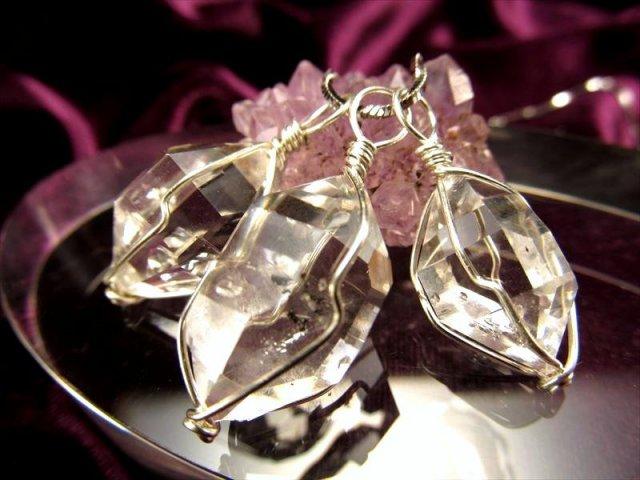 大人気のニューヨーク産水晶 ハーキマーダイアモンド結晶原石ペンダント 結晶サイズ縦約12mm-14mm前後 フランス展示会商品 ニューヨーク州ハーキマー地区産 of