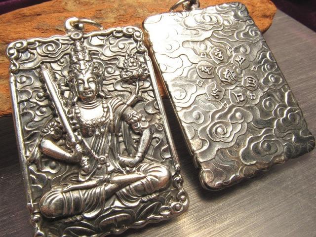 高品質シルバー 虚空蔵菩薩 彫刻 ペンダントトップ 無限の徳と智慧 両面彫刻 キーホルダーにも使える大き目サイズ Silver925