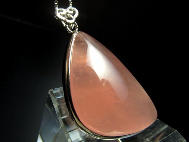 超透明 5A ディープローズクォーツ ペンダントトップ 重さ9.9g 縦36mm 極上濃いピンク 愛とやさしさの象徴 Silver925 マダガスカル産