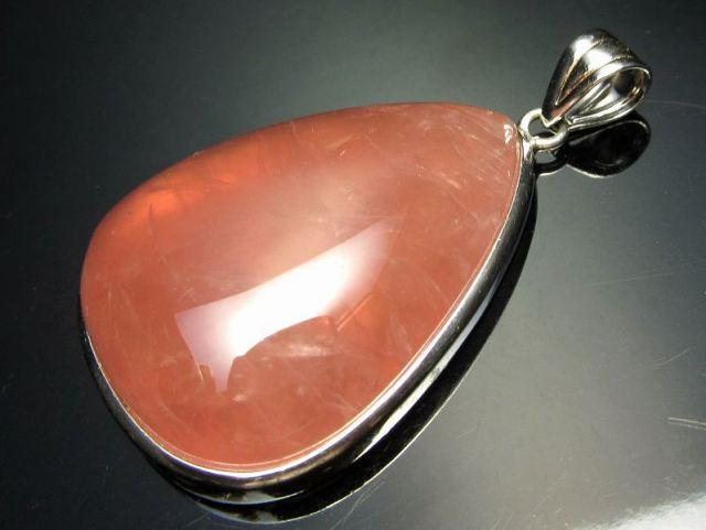 超透明 5A ディープローズクォーツ ペンダントトップ 重さ13.6g 縦37mm 極上濃いピンク 愛とやさしさの象徴 Silver925 マダガスカル産
