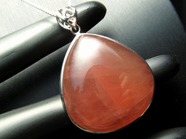 超透明 5A ディープローズクォーツ ペンダントトップ 重さ15.9g 縦35mm 極上濃いピンク 愛とやさしさの象徴 Silver925 マダガスカル産