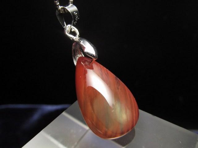 カラーチェンジ アンデシン ペンダントトップ 重さ約1.7g 超透明 「本当の自分」に近づく変化を促す石 極上アンデシン 中性長石 チベット産