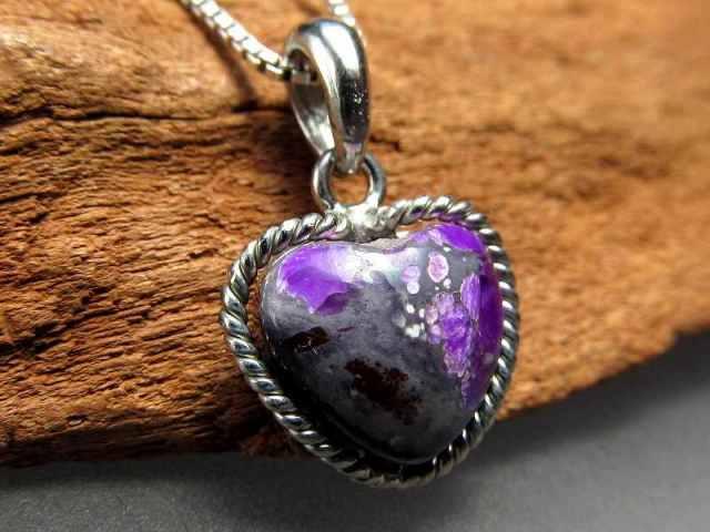 濃い紫 スギライト(杉石)ペンダントトップ ハート型 重さ1.4g 世界三大ヒーリング&守護 Silver925 美カラー神秘の紫色 一点もの 南アフリカ産