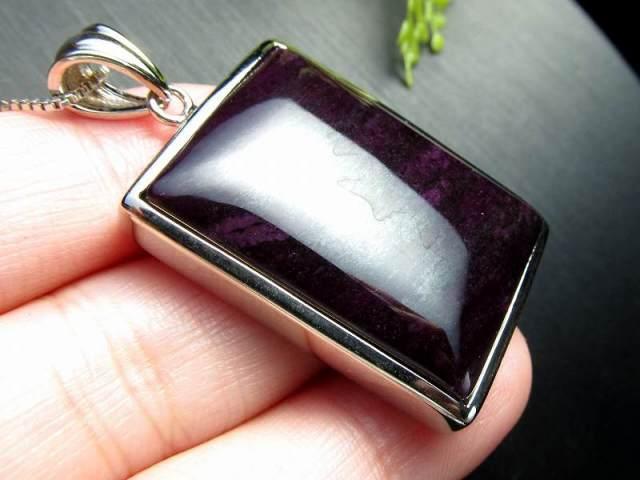 超人気入荷 極上濃い紫 4A スギライト(杉石)ペンダントトップ 15.7g スクエア型 世界三大ヒーリング&守護 一点もの 南アフリカ産