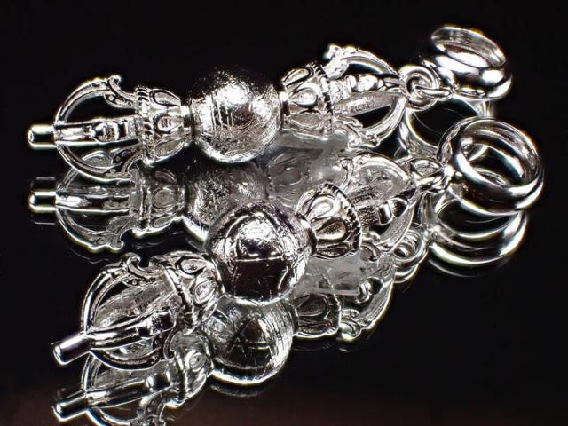 激安宣言 ギベオン 丸玉付き ヴァジュラ(五鈷杵)ペンダントトップ 縦約22mm(バチカン含む)SILVER925 ナミビア・ハルダブ州産 geki-met2F51