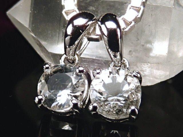 鑑別書付属 宝石質ペタライト(葉長石)ラウンドカット型ペンダントトップ 天使の石 ネガティブなエネルギーを浄化 SILVER925 約6mm 重さ約0.8g ブラジル産