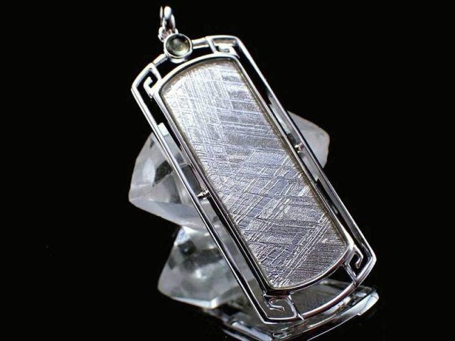 激安宣言 ギベオン(隕石)シルバープレートペンダントトップ モルダバイト付 シルバー925 大型42ミリプレート ナミビア産 geki-met2F32