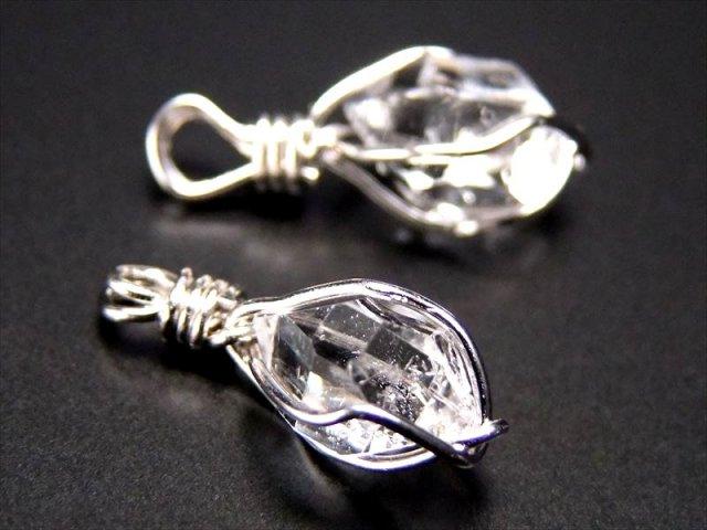 ハーキマーダイアモンド結晶 原石ペンダント 結晶サイズ縦約9-12mm前後 神秘的な『夢見の石』 ニューヨーク州ハーキマー地区産